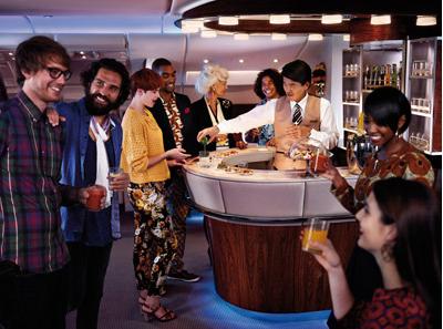 エミレーツ航空機内ラウンジの様子