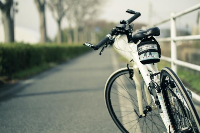 空港へ向かう自転車