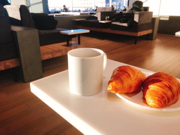羽田空港ラウンジの朝食