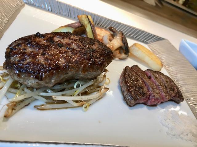 鉄板焼き877のハンバーグとステーキ