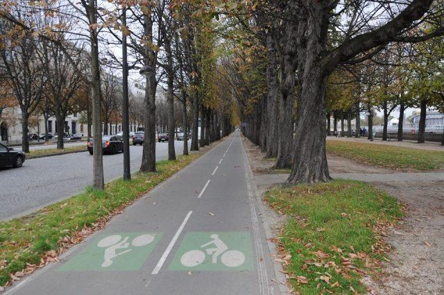 パリの自転車専用通り