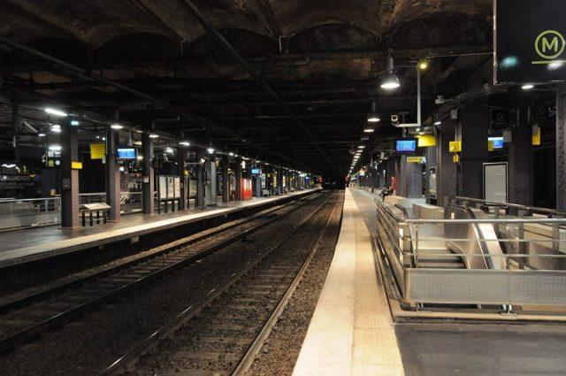 朝のMusée d'Orsay駅