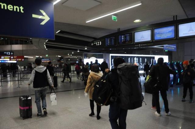 シャルルドゴール空港の中国国際航空カウンター移動