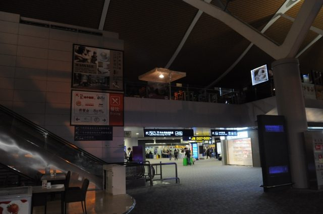 深夜の上海空港の様子