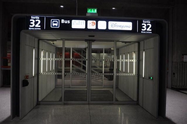 シャルルドゴール空港のバス乗り場