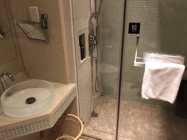 上海中国国際航空ラウンジのシャワー