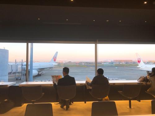 羽田空港のパワーラウンジ