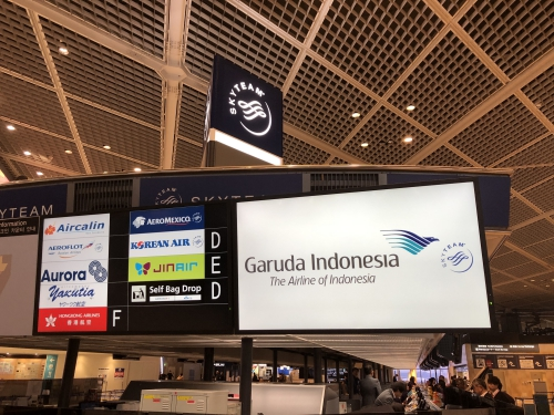 ガルーダインドネシア航空チェックインカウンター