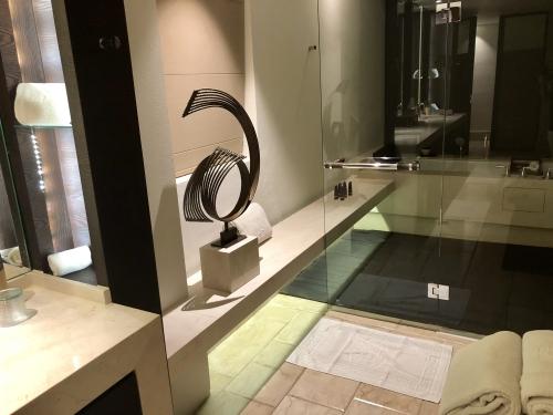 リッツカールトンバリのスイートルームバスタブ