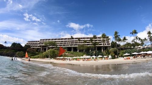 マウナケアビーチホテル外観
