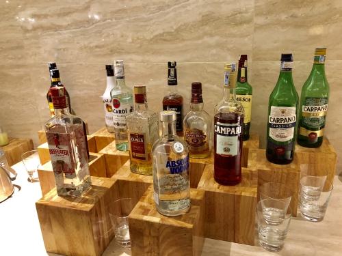 JWマリオットホテル ハノイのJWマリオットホテル ハノイのラウンジのアルコール