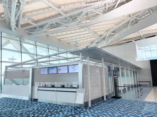 羽田空港第二ターミナルのRカウンター