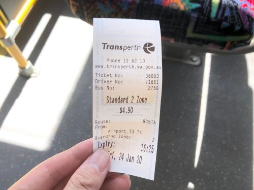 パース空港から市内へバス